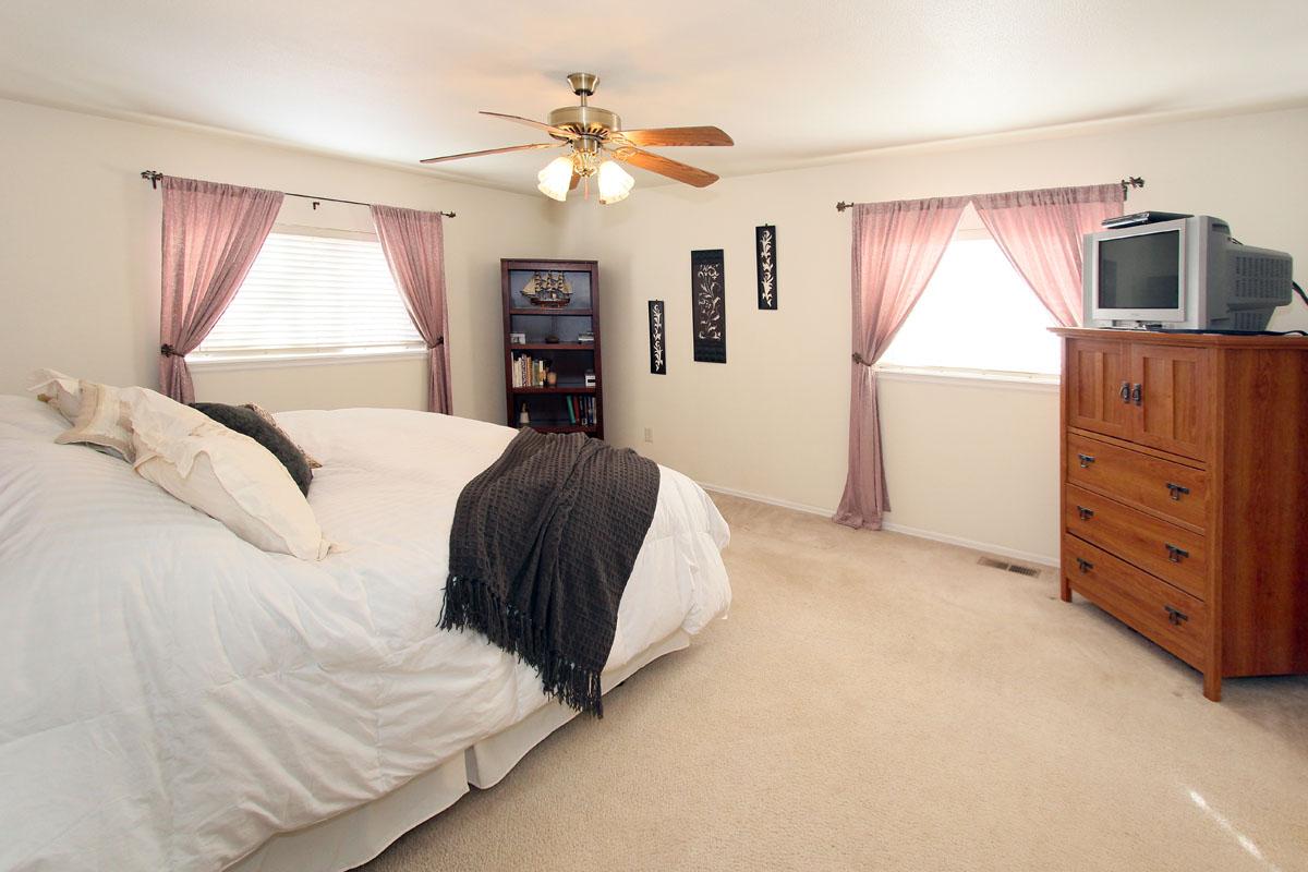 spacious 5 bedroom 3 bath home for sale near peterson afb colorado springs colorado springs